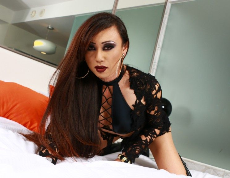 Venus Lux Showing Off On Set